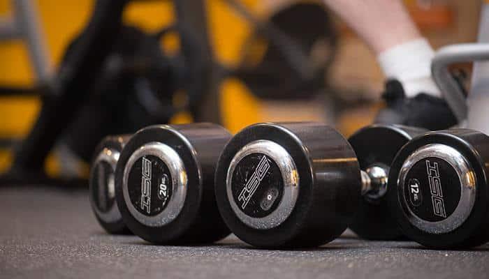 Salle de Musculation : Poids et Haltères