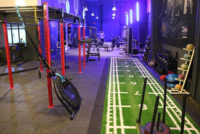 Entraînement fonctionne à Rennes avec piste d'athlétisme en gazon synthétique